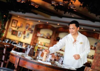 La Cuccina Waiter